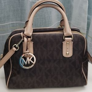 SOLD🚘🚘🚘Authentic michael Kors
